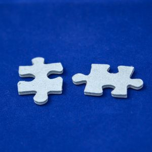 two puzzel pieces on blue background